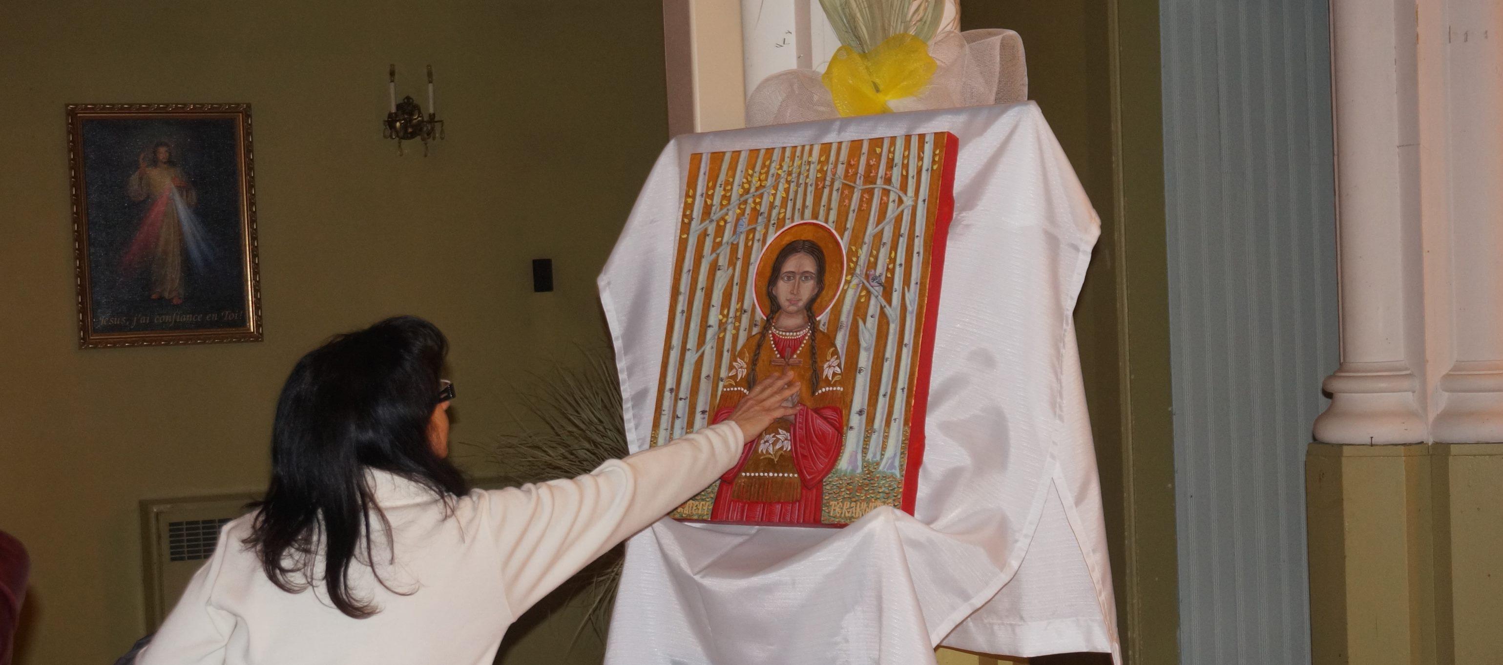 Vénération de l'icône de sainte Kateri